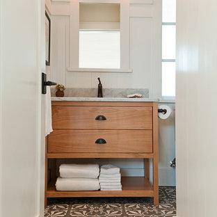 На фото: маленькие туалеты в стиле рустика с фасадами цвета дерева среднего тона, унитазом-моноблоком, разноцветной плиткой, белыми стенами, бетонным полом, врезной раковиной, мраморной столешницей и плоскими фасадами