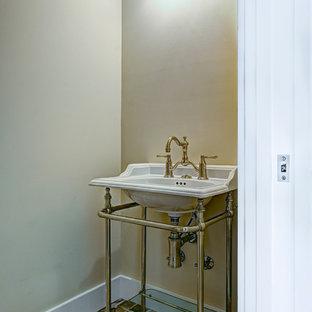 Foto de aseo industrial, pequeño, con paredes beige, suelo de ladrillo y lavabo tipo consola