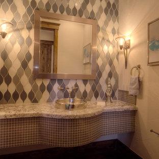 デンバーの中サイズのラスティックスタイルのおしゃれなトイレ・洗面所 (ベッセル式洗面器、御影石の洗面台、グレーのタイル、ガラスタイル、白い壁) の写真