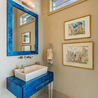 オースティンの小さいコンテンポラリースタイルのおしゃれなトイレ・洗面所 (ベージュのタイル、ベージュの壁、セラミックタイルの床、ベッセル式洗面器、再生グラスカウンター、ベージュの床、青い洗面カウンター) の写真