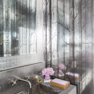 Стильный дизайн: туалет в современном стиле с серыми стенами, монолитной раковиной и столешницей из бетона - последний тренд