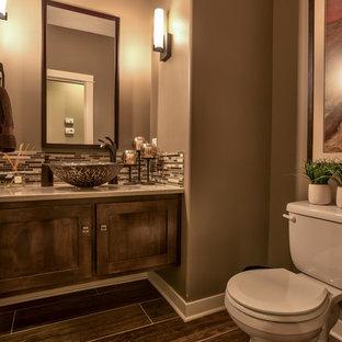 На фото: туалет среднего размера в стиле кантри с фасадами в стиле шейкер, темными деревянными фасадами, раздельным унитазом, коричневой плиткой, керамической плиткой, коричневыми стенами, полом из керамической плитки, настольной раковиной и столешницей из гранита с