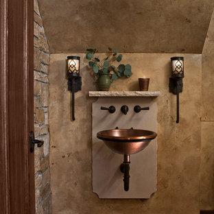 Klassisk inredning av ett mellanstort beige beige toalett, med mörkt trägolv, brunt golv, brun kakel, stenkakel, beige väggar och ett väggmonterat handfat