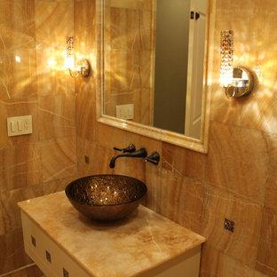 На фото: туалет среднего размера в современном стиле с желтыми фасадами, бежевыми стенами, полом из керамической плитки и фасадами островного типа с
