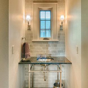 Kleine Klassische Gästetoilette mit Unterbauwaschbecken, beiger Wandfarbe, Granit-Waschbecken/Waschtisch und grauen Fliesen in Denver