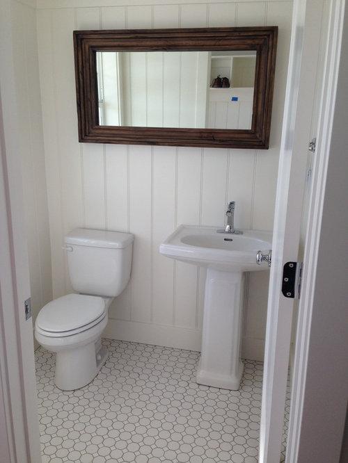 einrichtungsideen fr kleine landhausstil gstetoiletten mit sockelwaschbecken und weien wnden