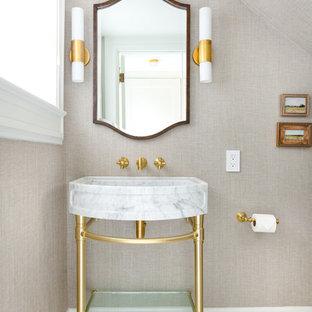 Esempio di un piccolo bagno di servizio tradizionale con pareti beige, pavimento in marmo, pavimento bianco e lavabo a consolle