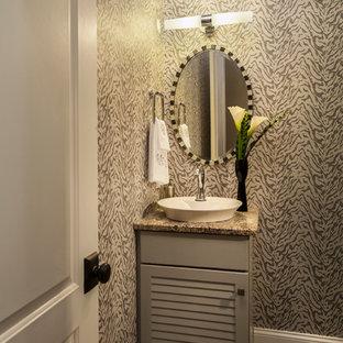 Cette image montre un petit WC et toilettes design avec un placard à porte persienne, des portes de placard blanches, un mur multicolore, un sol en bois foncé, une vasque et un plan de toilette gris.