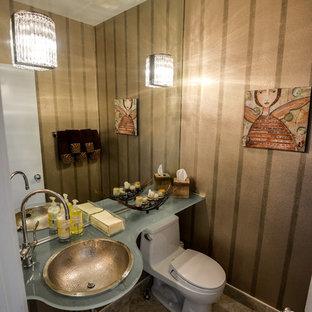 Imagen de aseo contemporáneo con lavabo encastrado, encimera de vidrio, sanitario de una pieza y baldosas y/o azulejos beige