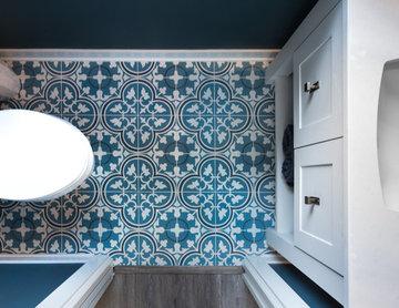 Door Style: Pendleton SP 275 | Species: Oak | Finish: Heron Plume
