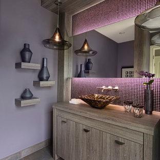 デトロイトのトランジショナルスタイルのおしゃれなトイレ・洗面所 (フラットパネル扉のキャビネット、モザイクタイル、紫の壁、ベッセル式洗面器、グレーの床、茶色いキャビネット、ラミネートカウンター、ブラウンの洗面カウンター、磁器タイルの床) の写真