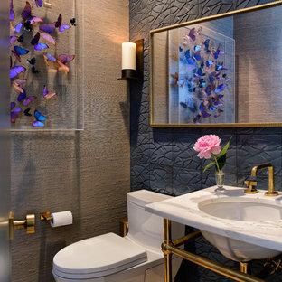 Свежая идея для дизайна: туалет в стиле современная классика с синей плиткой, серыми стенами, врезной раковиной, бежевым полом и белой столешницей - отличное фото интерьера