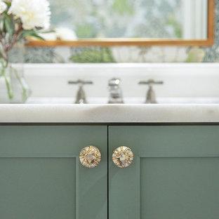 Свежая идея для дизайна: туалет в стиле современная классика - отличное фото интерьера