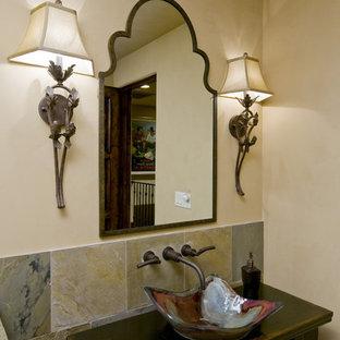 Klassische Gästetoilette mit Aufsatzwaschbecken und Schieferfliesen in Phoenix