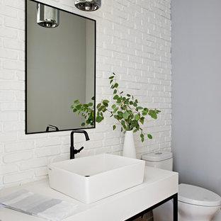 トロントのトランジショナルスタイルのおしゃれなトイレ・洗面所 (白い壁、ベッセル式洗面器、白い洗面カウンター、独立型洗面台、レンガ壁) の写真