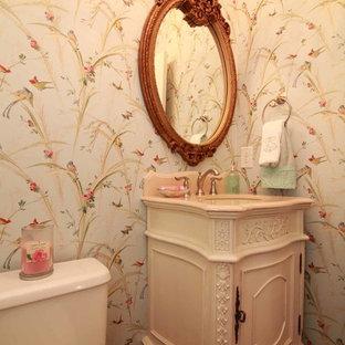 На фото: туалет в стиле ретро с