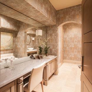 Exemple d'un très grand WC et toilettes chic avec une vasque, un placard avec porte à panneau encastré, des portes de placard beiges, un plan de toilette en quartz, un WC séparé, un carrelage beige, un carrelage de pierre, un mur multicolore et un sol en calcaire.
