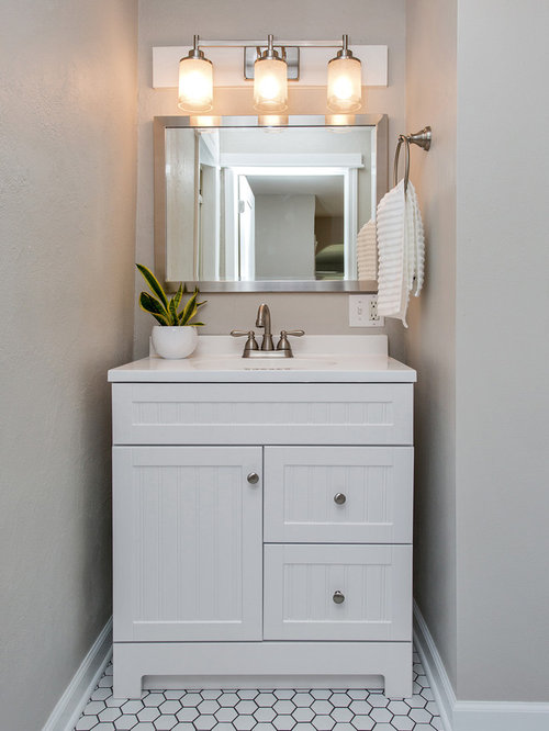 Country cloakroom design ideas renovations photos with shaker cabinets - Cloakroom design ideas home ...