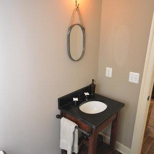 Свежая идея для дизайна: маленький туалет в стиле кантри с врезной раковиной, темными деревянными фасадами, столешницей из талькохлорита, унитазом-моноблоком, коричневой плиткой и бежевыми стенами - отличное фото интерьера