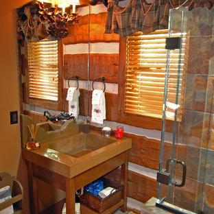 Идея дизайна: туалет с столешницей из бетона, каменной плиткой и полом из сланца