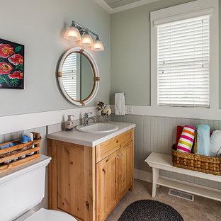 Idées déco pour un WC et toilettes bord de mer avec des portes de placard en bois clair, un mur gris, un lavabo posé, un plan de toilette en quartz modifié, un sol beige, un placard à porte shaker, un WC séparé, un plan de toilette gris, meuble-lavabo sur pied, un plafond en lambris de bois et boiseries.
