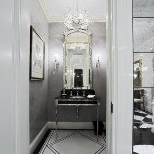 Esempio di un piccolo bagno di servizio tradizionale con lavabo sottopiano, pareti grigie e pistrelle in bianco e nero