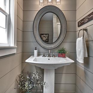 Imagen de aseo machihembrado, de estilo de casa de campo, pequeño, machihembrado, con puertas de armario blancas, paredes grises, suelo de baldosas de cerámica, machihembrado y lavabo con pedestal