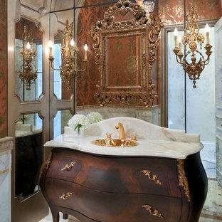 Idées déco pour un petit WC et toilettes classique avec un lavabo posé, un placard en trompe-l'oeil, des portes de placard en bois sombre, un plan de toilette en onyx, un WC à poser, un carrelage blanc, un carrelage orange, un mur orange, un sol en marbre, des carreaux de miroir et un plan de toilette beige.