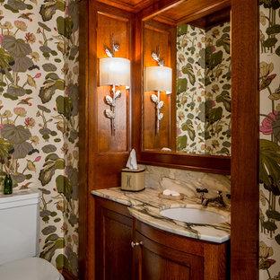 Réalisation d'un WC et toilettes craftsman avec un placard à porte shaker, des portes de placard en bois sombre, un WC séparé, un mur multicolore, un sol en carrelage de terre cuite, un lavabo encastré, un sol multicolore et un plan de toilette multicolore.