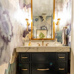 Неиссякаемый источник вдохновения для домашнего уюта: туалет среднего размера в стиле современная классика с фасадами с декоративным кантом, черными фасадами, белой столешницей, разноцветными стенами, мраморной столешницей и белым полом