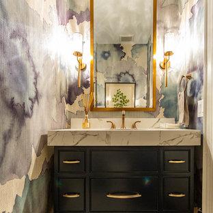 Foto de aseo clásico renovado, de tamaño medio, con armarios con rebordes decorativos, puertas de armario negras, suelo blanco, encimeras blancas, paredes multicolor y encimera de mármol