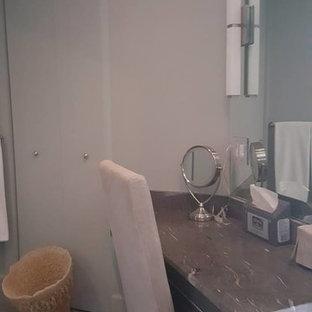 На фото: маленький туалет в классическом стиле с плоскими фасадами, серыми фасадами, белыми стенами, бетонным полом, столешницей из талькохлорита и серым полом
