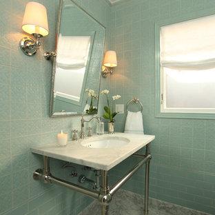 Пример оригинального дизайна: туалет среднего размера в современном стиле с синей плиткой, керамической плиткой, синими стенами, мраморным полом, монолитной раковиной, мраморной столешницей и серым полом