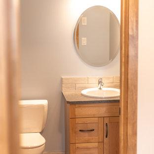 Inspiration pour un grand WC et toilettes traditionnel avec un placard avec porte à panneau encastré, des portes de placard en bois brun, un WC séparé, un carrelage blanc, des carreaux de céramique, un mur blanc, un sol en bois brun, un lavabo posé, un plan de toilette en stratifié, un sol marron et un plan de toilette bleu.