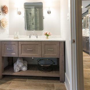 Exemple d'un petit WC et toilettes nature avec un placard avec porte à panneau encastré, des portes de placard beiges, un carrelage gris, un sol en carrelage de céramique, un plan de toilette en quartz, un sol beige, un plan de toilette gris, un mur blanc et un lavabo encastré.