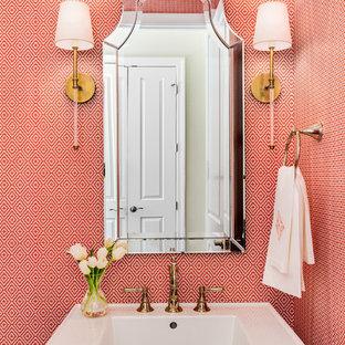 Пример оригинального дизайна: туалет в классическом стиле с раковиной с пьедесталом и красными стенами