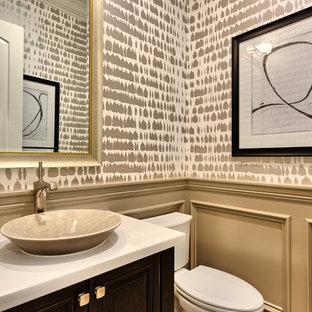 Идея дизайна: туалет среднего размера в стиле современная классика с фасадами с выступающей филенкой, темными деревянными фасадами, раздельным унитазом и раковиной с пьедесталом