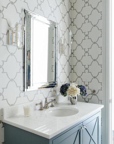Современная классика Туалет by Laura Casey Interiors