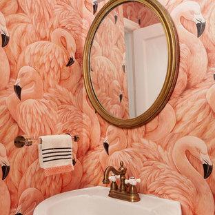 На фото: маленький туалет в стиле фьюжн с унитазом-моноблоком, розовыми стенами и раковиной с пьедесталом с