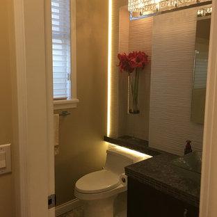 Aménagement d'un petit WC et toilettes moderne avec un placard à porte plane, des portes de placard marrons, un WC à poser, un carrelage jaune, des carreaux de porcelaine, un mur blanc, un sol en marbre, une vasque, un plan de toilette en quartz modifié, un sol gris et un plan de toilette marron.