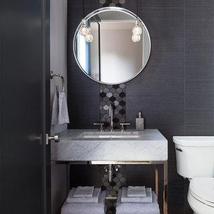 Idéer för ett litet eklektiskt vit toalett, med en toalettstol med separat cisternkåpa, flerfärgad kakel, grå väggar, mellanmörkt trägolv, ett nedsänkt handfat, granitbänkskiva och beiget golv