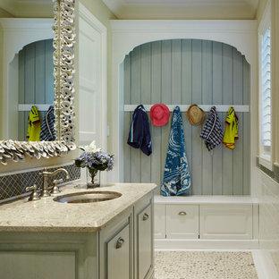 マイアミの中くらいのカントリー風おしゃれなトイレ・洗面所 (アンダーカウンター洗面器、レイズドパネル扉のキャビネット、緑のキャビネット、ベージュの壁、玉石タイル、御影石の洗面台、茶色い床、ブラウンの洗面カウンター) の写真
