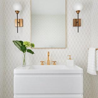 Foto di un piccolo bagno di servizio minimal con ante lisce, ante bianche, pareti bianche, lavabo sospeso, pavimento beige e top bianco