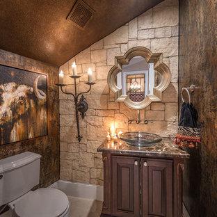 Свежая идея для дизайна: туалет с фасадами с выступающей филенкой, темными деревянными фасадами, раздельным унитазом, коричневыми стенами и настольной раковиной - отличное фото интерьера
