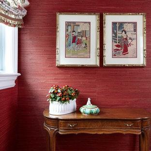 На фото: маленький туалет в классическом стиле с красными стенами, паркетным полом среднего тона и раздельным унитазом с