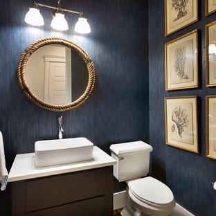 На фото: туалеты в морском стиле с плоскими фасадами, раздельным унитазом, синими стенами, подвесной раковиной и белой столешницей