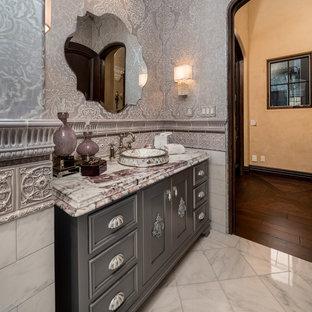 Réalisation d'un grand WC et toilettes minimaliste avec un placard avec porte à panneau surélevé, des portes de placard grises, un WC séparé, un carrelage multicolore, des carreaux de céramique, un mur multicolore, un sol en marbre, un lavabo posé, un plan de toilette en marbre, un sol beige et un plan de toilette jaune.