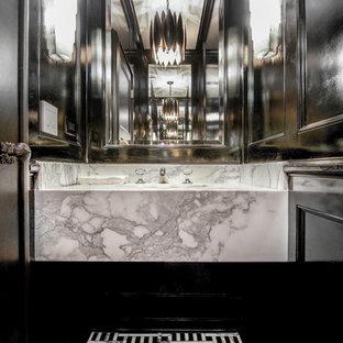 Foto di un bagno di servizio mediterraneo di medie dimensioni con WC sospeso, pistrelle in bianco e nero, pareti nere, pavimento in marmo, lavabo integrato e top in marmo