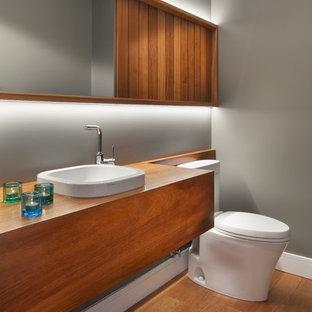 Inspiration för moderna brunt badrum, med orange golv