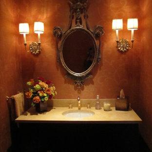 Новый формат декора квартиры: маленький туалет в викторианском стиле с фасадами в стиле шейкер, темными деревянными фасадами, красными стенами, врезной раковиной и столешницей из талькохлорита